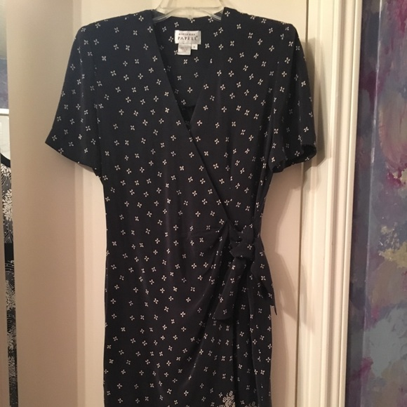Adrianna Papell Dresses & Skirts - Black silk Adrianna Papell dress.